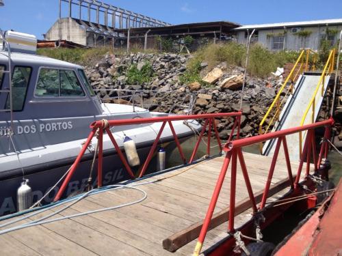 Lancha da Capitania dos Portos evidencia que a Marinha está ciente