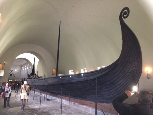 Embarcação Viking no Museu Vikikingskipshuset, em Oslo, Noruega