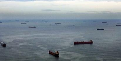 fila-de-navios