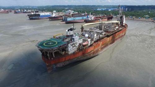 North Sea Producer varado em uma praia em Bangladesh, próximo a Chittagong