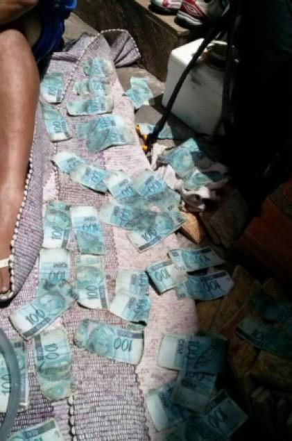foto-de-dinheiro-encontrado-na-urca
