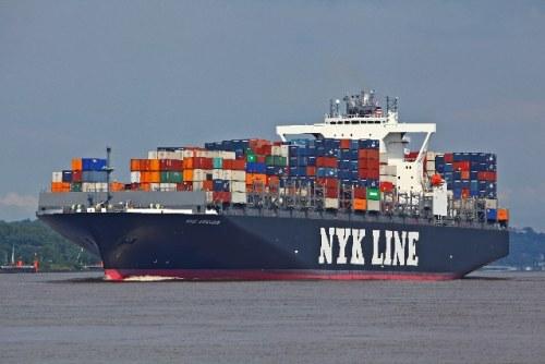 Na foto, o navio NYK Arcadia em Hamburgo - empresa vai ter o controle acionário com 38% das ações